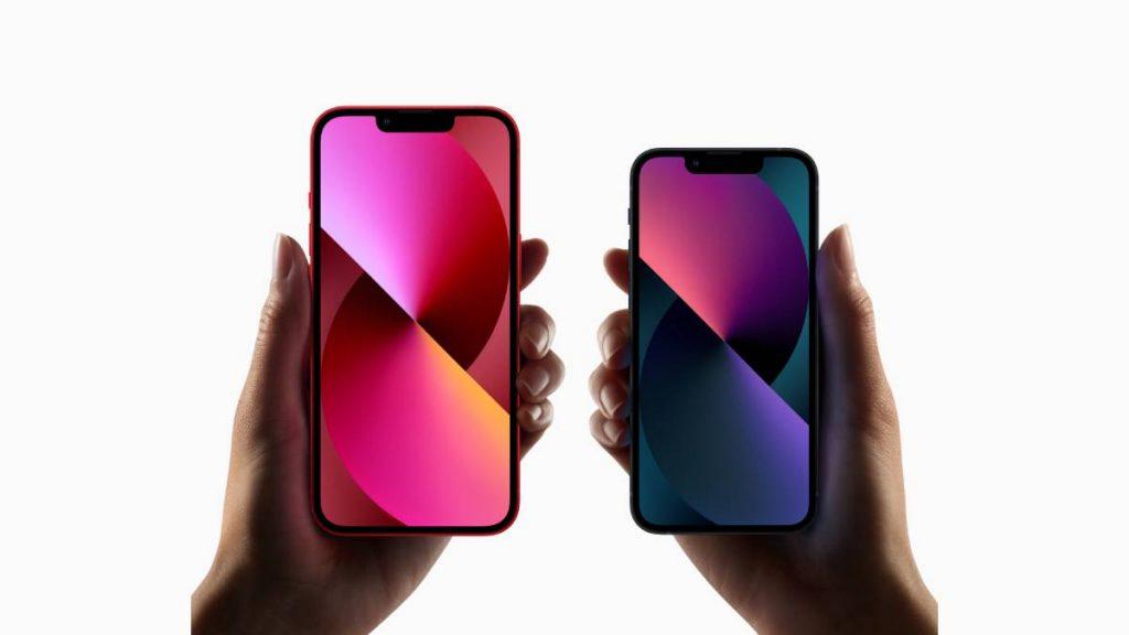 مميزات كل من iPhone 13 وiPhone 13 mini
